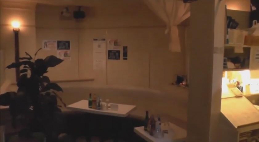 店内入って入り口からの画面です。 右手にお会計をする所があり、 後ろがトイレになります。