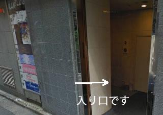 入り口横にも看板があります。